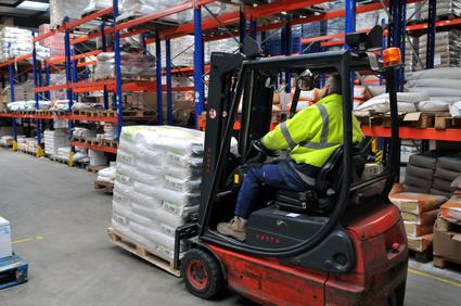 manutentionnaire-equipepro-chariot-de-transport-logistique